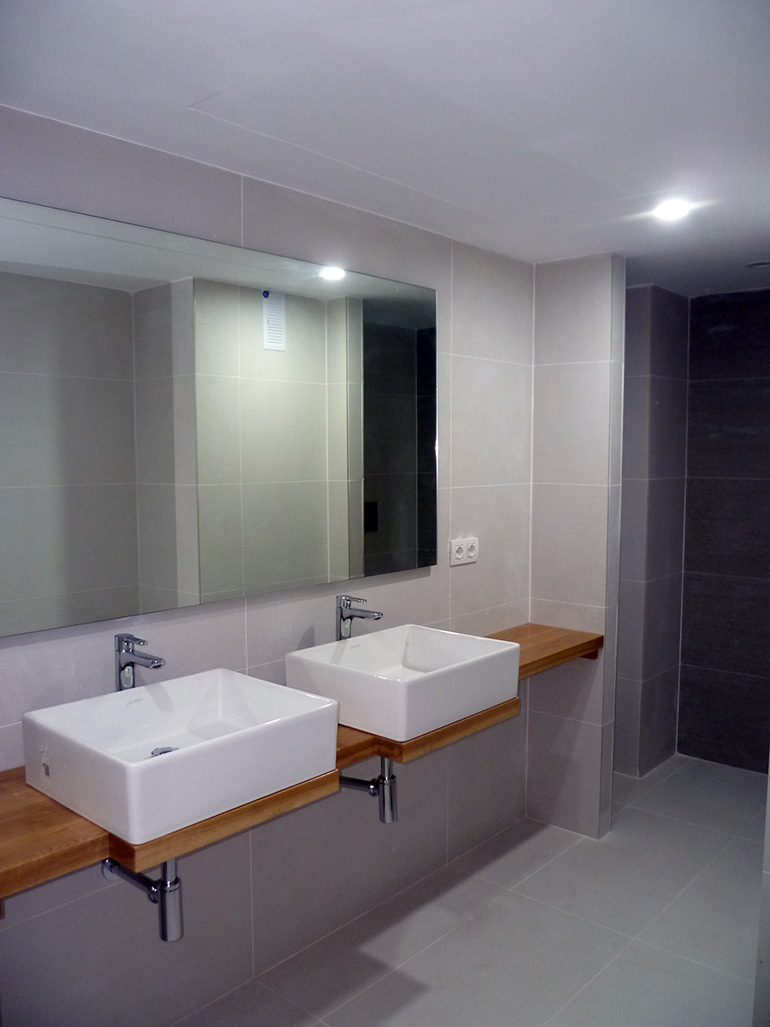 Bancada para lavabos de roble macizo